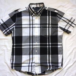 Tommy Hilfiger men's slim fit short sleeve shirt